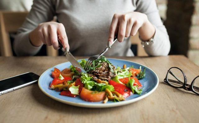 5 Makanan Penambah ASI Terbaik yang Wajib Dikonsumsi Ibu yang Baru Melahirkan